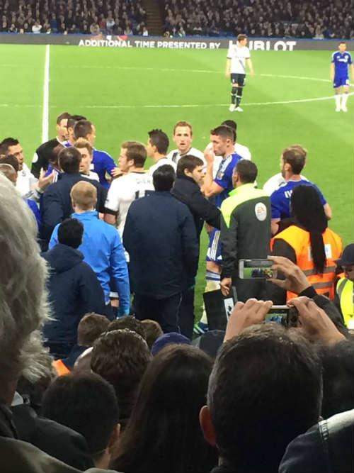 Vuột ngai vàng, sao Tottenham gây sự với Chelsea - 3