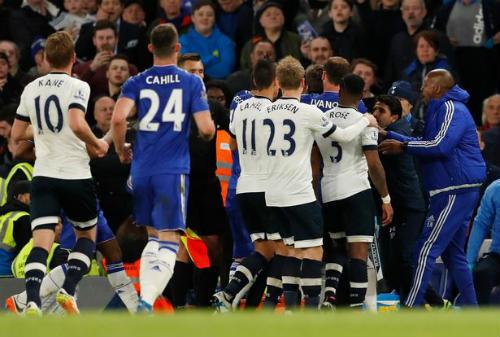 Vuột ngai vàng, sao Tottenham gây sự với Chelsea - 2