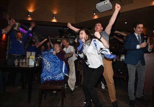 """Vô địch sớm, sao Leicester ăn mừng như """"điên dại"""" - 12"""