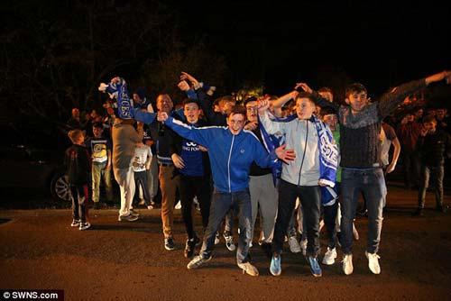 """Vô địch sớm, sao Leicester ăn mừng như """"điên dại"""" - 3"""