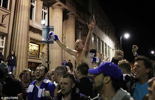 """Vô địch sớm, sao Leicester ăn mừng như """"điên dại"""" - 4"""