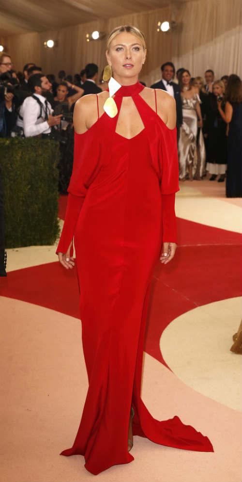 Sharapova rạng ngời với váy đỏ - 4