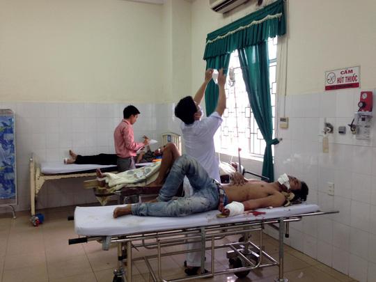 TNGT 4 người chết ở Quảng Ngãi: Xe khách cố vượt - 2
