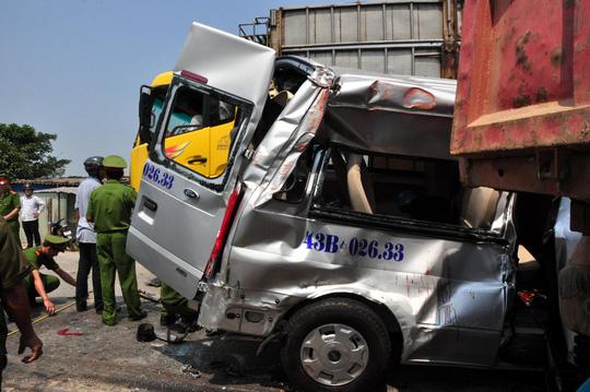 TNGT 4 người chết ở Quảng Ngãi: Xe khách cố vượt - 3