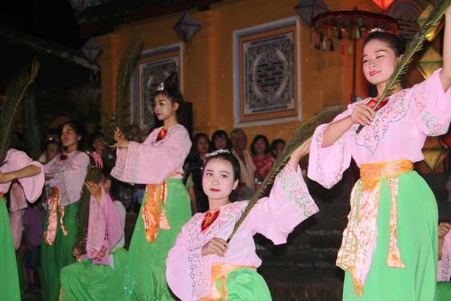 """Dự """"đám cưới công chúa trong hoàng cung"""" tại Festival Huế - 4"""