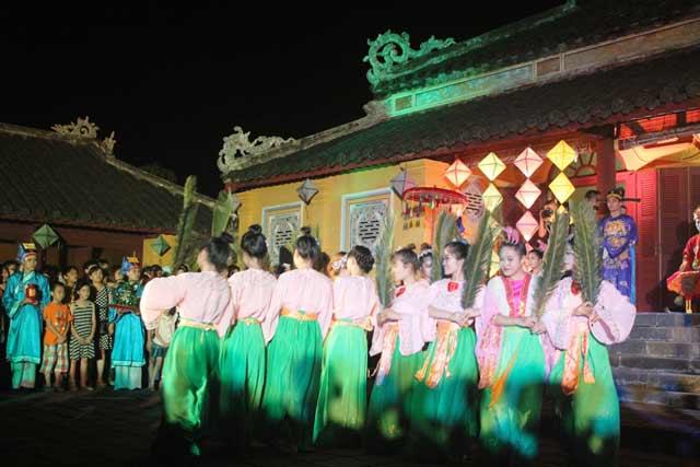 """Dự """"đám cưới công chúa trong hoàng cung"""" tại Festival Huế - 5"""