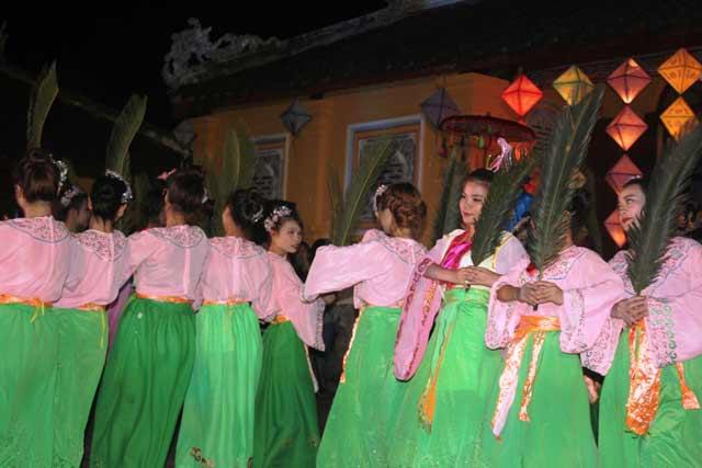 """Dự """"đám cưới công chúa trong hoàng cung"""" tại Festival Huế - 6"""