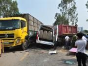 Tin tức trong ngày - 3 ô tô tông nhau, 4 người chết, 8 người bị thương