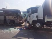 Video An ninh - Xe khách tông xe tải, 21 người thương vong