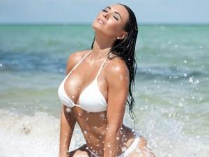 Nhà báo Mỹ tung ảnh bikini nóng bỏng hơn siêu mẫu