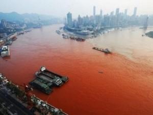 Hoảng hốt với những dòng sông bất ngờ hóa đỏ