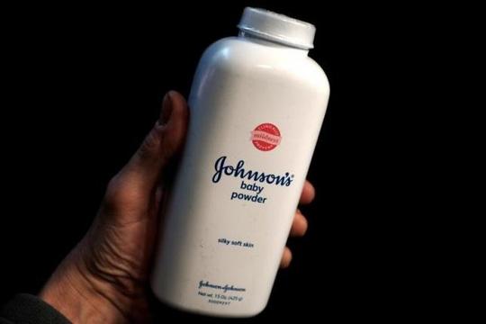 Johnson&Johnson bồi thường 55 triệu USD cho nữ khách hàng ung thư - 1