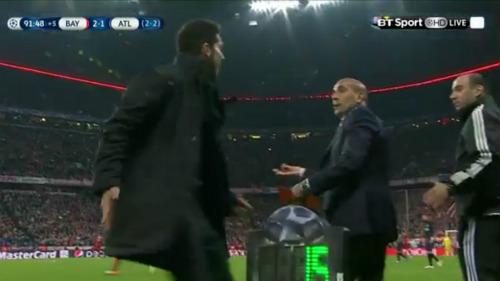 Simeone: Sửng cồ trên sân, nhẹ nhàng sau trận - 2