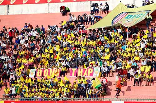V-League 2016: Bóng đá miền Tây & nỗi buồn không tên - 1