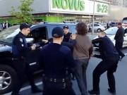 Thể thao - Cựu đô vật tay không hỗn chiến 7 cảnh sát