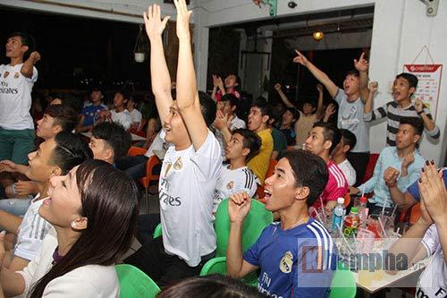 Fan nữ miền Tây ngây ngất vì Real vào chung kết - 5