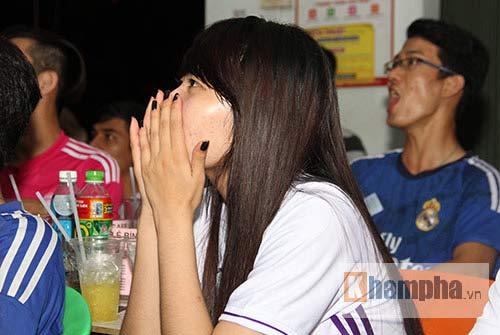 Fan nữ miền Tây ngây ngất vì Real vào chung kết - 7