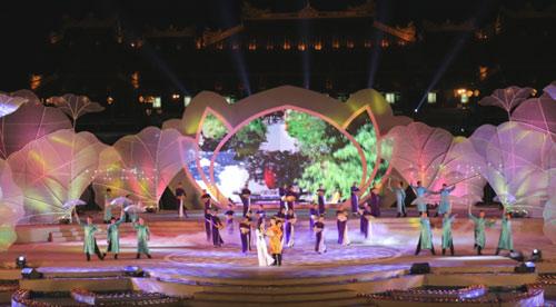 Gần 1 triệu lượt người tham dự Festival Huế 2016 - 1