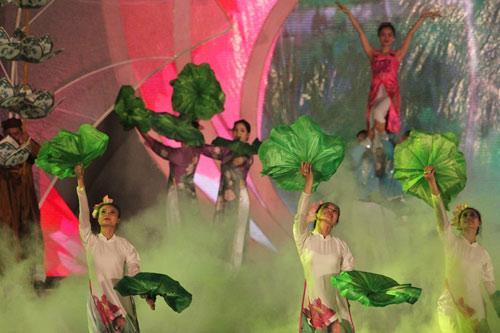 Gần 1 triệu lượt người tham dự Festival Huế 2016 - 2