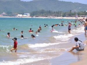 Tin tức trong ngày - Đang tắm biển, 4 nữ sinh bị xoáy ngầm cuốn trôi