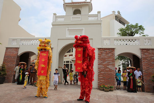 Giới trẻ Hạ Long thích thú khi đến Little Vietnam trong dịp nghỉ lễ - 1