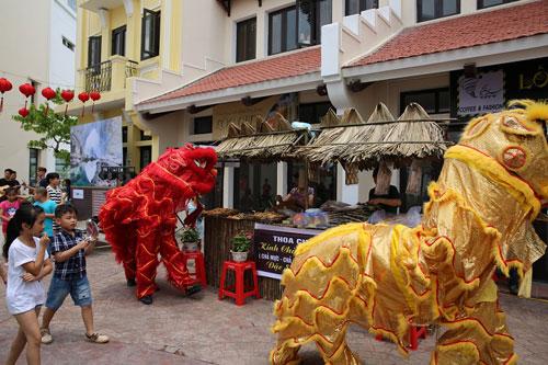 Giới trẻ Hạ Long thích thú khi đến Little Vietnam trong dịp nghỉ lễ - 2