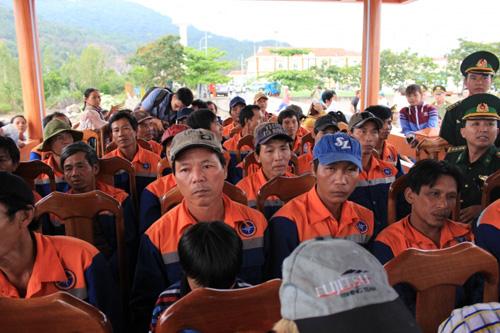 Đẫm nước mắt ngày gặp mặt 34 ngư dân gặp nạn ở Hoàng Sa - 10