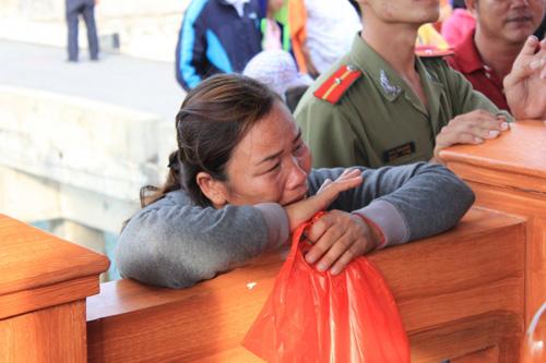 Đẫm nước mắt ngày gặp mặt 34 ngư dân gặp nạn ở Hoàng Sa - 11