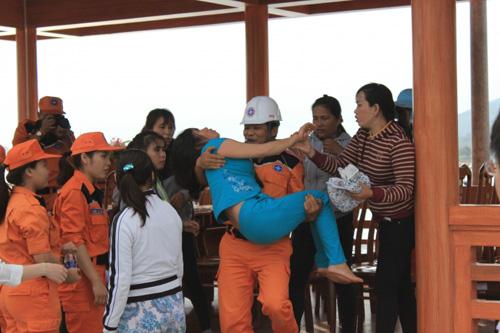 Đẫm nước mắt ngày gặp mặt 34 ngư dân gặp nạn ở Hoàng Sa - 6