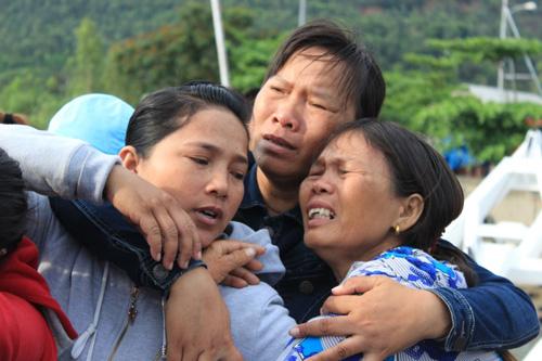 Đẫm nước mắt ngày gặp mặt 34 ngư dân gặp nạn ở Hoàng Sa - 8