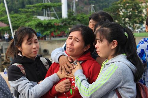 Đẫm nước mắt ngày gặp mặt 34 ngư dân gặp nạn ở Hoàng Sa - 7
