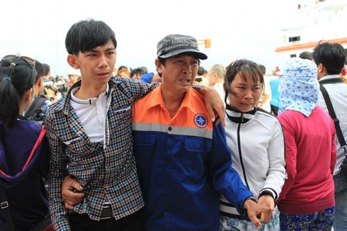Đẫm nước mắt ngày gặp mặt 34 ngư dân gặp nạn ở Hoàng Sa - 1