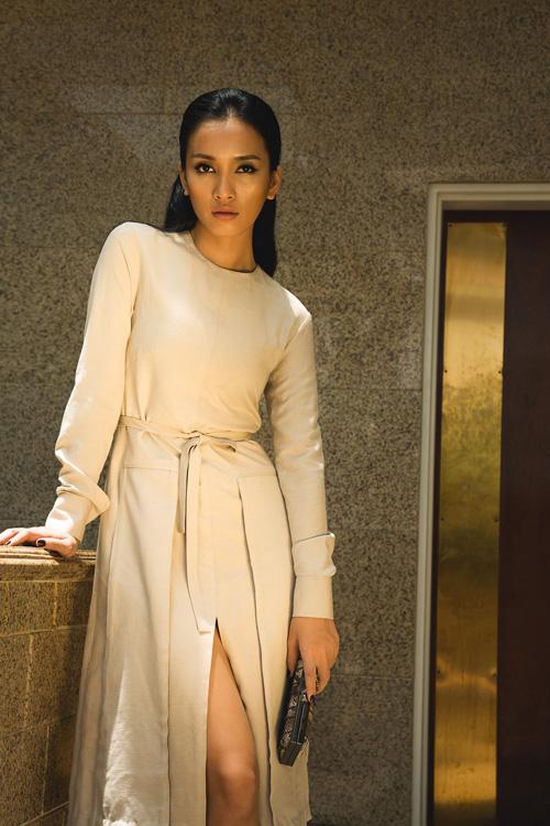 Ca sĩ Ái Phương đẹp cuốn hút với váy cúp ngực - 4