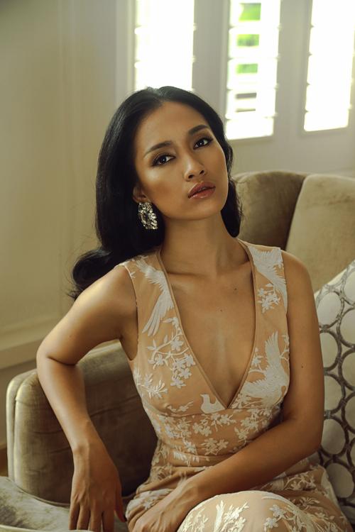 Ca sĩ Ái Phương đẹp cuốn hút với váy cúp ngực - 7