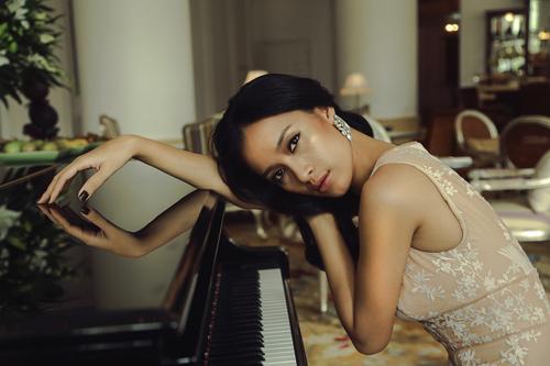 Ca sĩ Ái Phương đẹp cuốn hút với váy cúp ngực - 8
