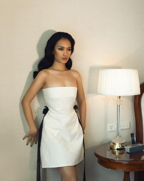 Ca sĩ Ái Phương đẹp cuốn hút với váy cúp ngực - 6