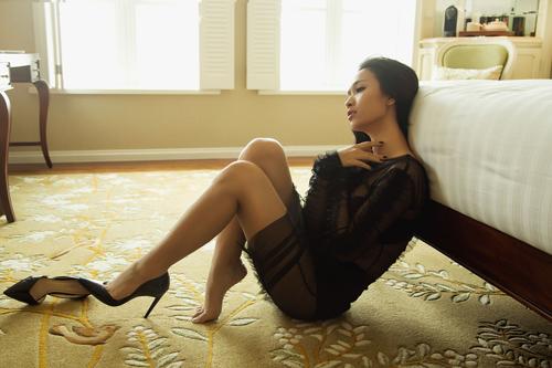 Ca sĩ Ái Phương đẹp cuốn hút với váy cúp ngực - 11