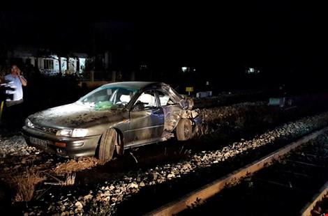 Tàu hỏa tông ô tô, cả gia đình viếng đám tang gặp nạn - 1