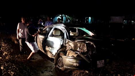 Tàu hỏa tông ô tô, cả gia đình viếng đám tang gặp nạn - 2