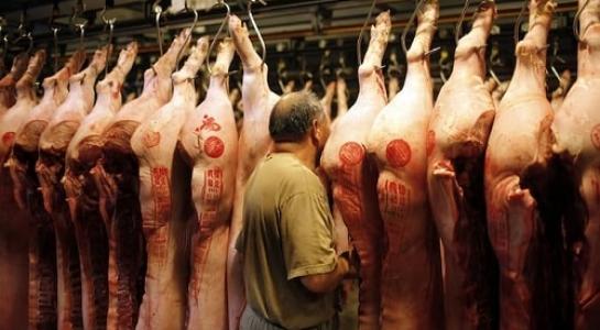TQ chìm sâu trong khủng hoảng thịt lợn vì giá tăng kỷ lục - 1