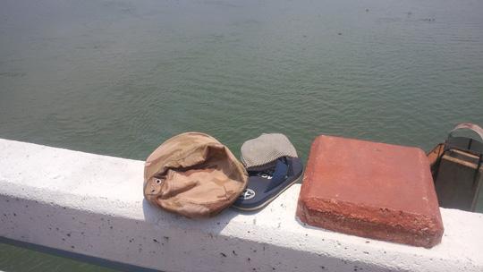 Nhắn tin cho người nhà rồi lên cầu lao xuống sông - 1