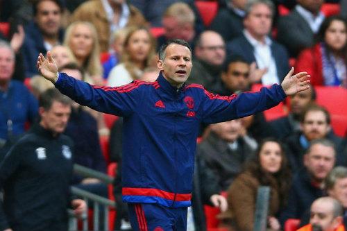 Nếu giữ Van Gaal, MU có thể mất cả Mourinho lẫn Giggs - 3
