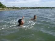 Tin tức trong ngày - Tắm sông, 3 học sinh lớp 1 chết đuối thương tâm