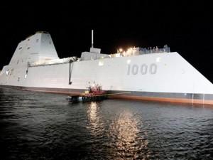 Tàu khu trục tàng hình đầu tiên của Mỹ lừ lừ ra biển