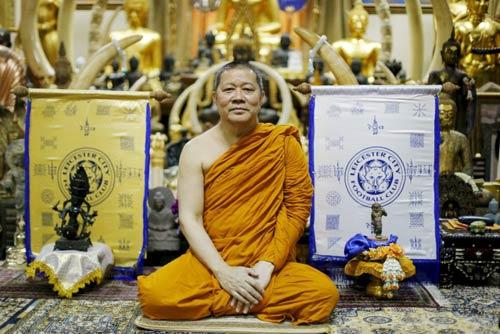"""Leicester vô địch, sư thầy Thái Lan """"đắt hàng"""" đột biến - 1"""