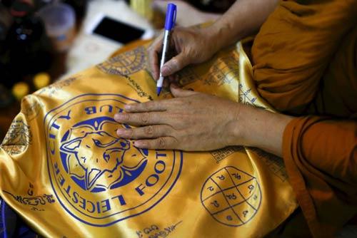 """Leicester vô địch, sư thầy Thái Lan """"đắt hàng"""" đột biến - 2"""