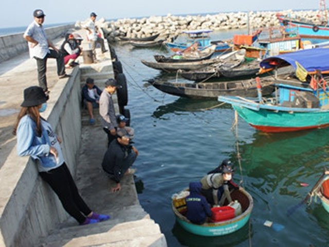 Công bố kết quả quan trắc nước biển ở 8 bãi tắm Hà Tĩnh - 1