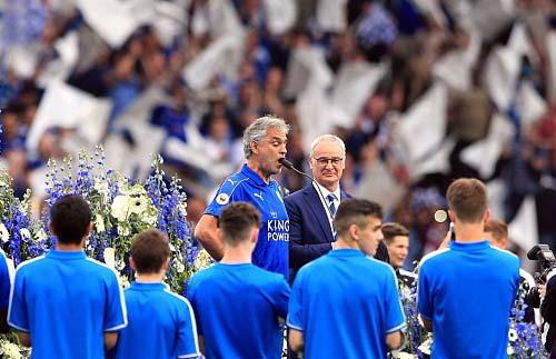 Leicester mở tiệc, học trò tắm sâm-panh cho HLV Ranieri - 5