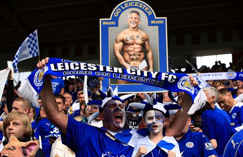 Leicester mở tiệc, học trò tắm sâm-panh cho HLV Ranieri - 6