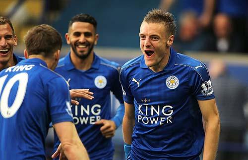 Leicester mở tiệc, học trò tắm sâm-panh cho HLV Ranieri - 7